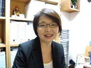 行政書士峰粧子です。
